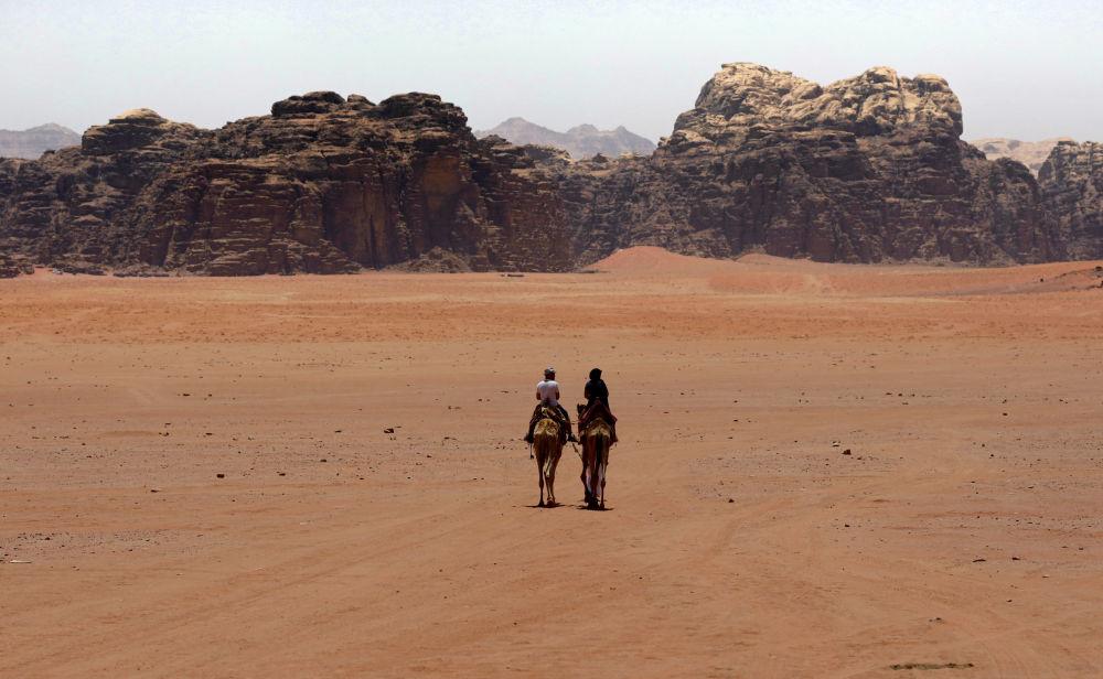 توریست ها در کویر جنوبی اردن