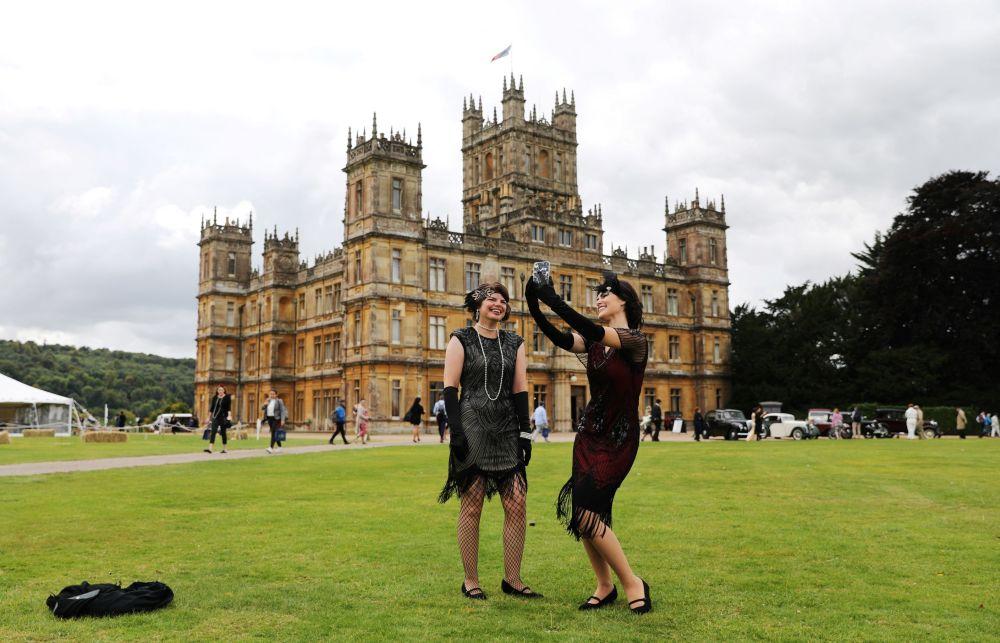 بازدیدکنندگان در کاخ هایکلر انگلیس