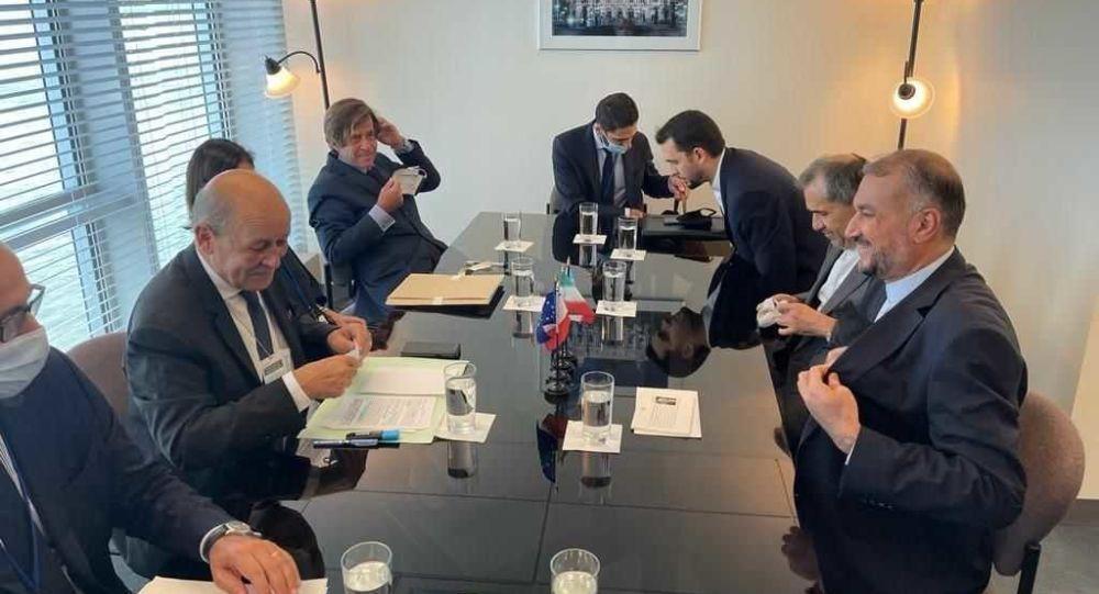 وزیر خارجه ایران به لودریان: ملاک ما عمل شماست