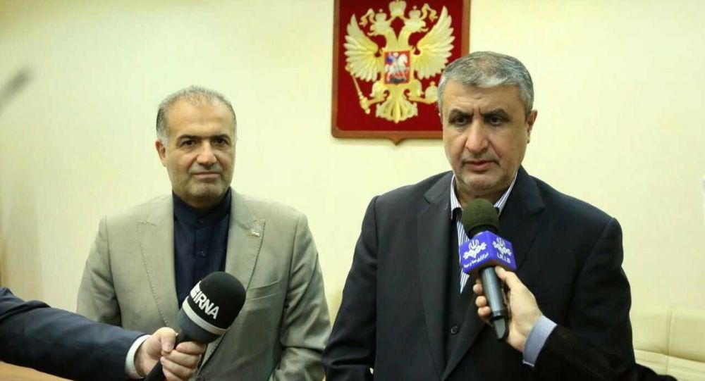 معاون رئیس جمهور ایران و رئیس سازمان انرژی اتمی وارد مسکو شد
