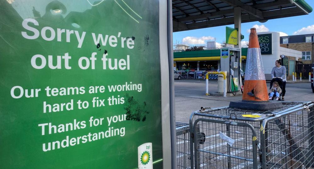 ورود نظامیان انگلیسی برای مهار بحران سوخت