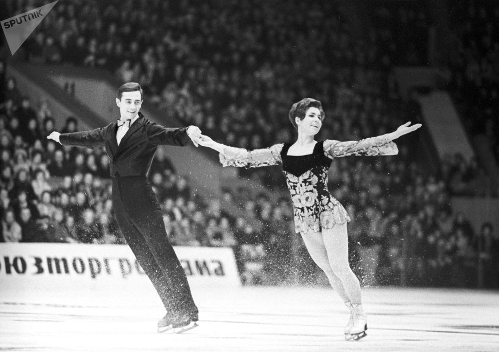 لیودمیلا پاخاموا و الکساندر گورشکوف قهرمانان پاتیناژ جهان