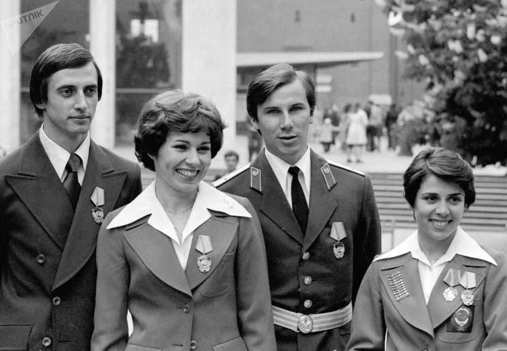 لیودمیلا پاخاموا و الکساندر گورشکوف ، الکساندر زایتسف و ایرینا رودنینا پس از دریافت نشان دولتی در کرملین