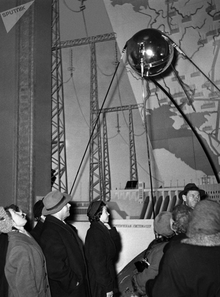 رویدادهای فضانوردی جهان اولین پرتاب ماهواره شوروی در سال 1957