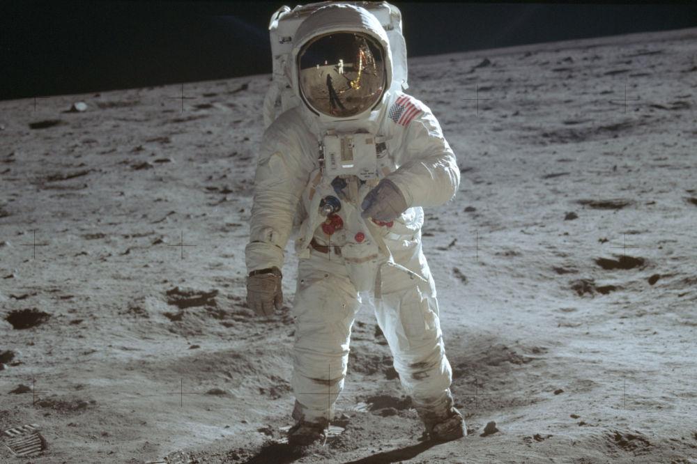رویدادهای فضانوردی جهان باز آلدرین فضانورد ناساس بر سطح ماه