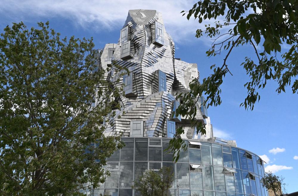 مرکز فرهنگی Luma Arles در ارل فرانسه