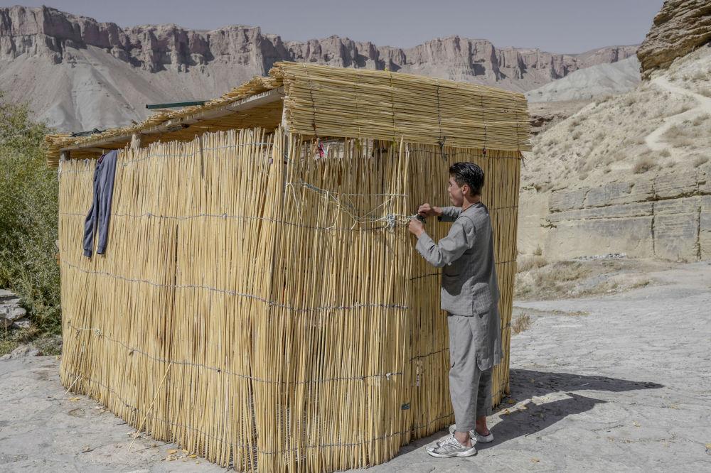 دهکده غاری هزاره های بامیان