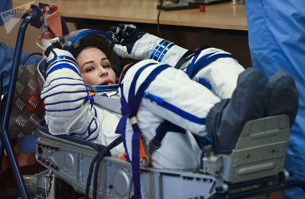 هنرپیشه یولیا پرسیلد قبل پرواز با سفینه فضایی