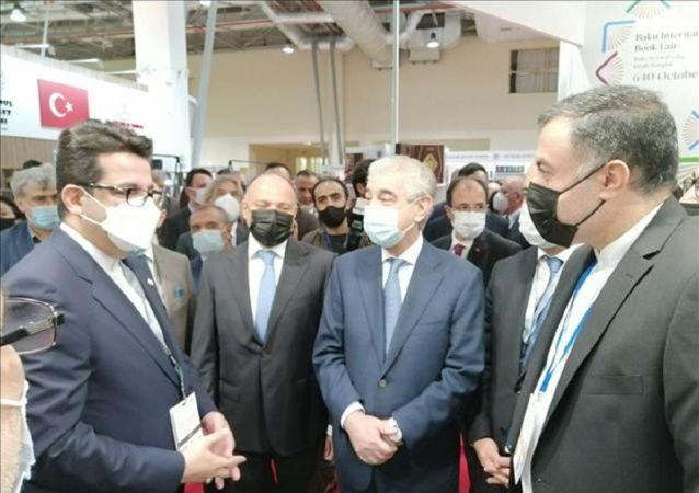 حضور مقامات آذربایجان و ترکیه در غرفه ایران در باکو
