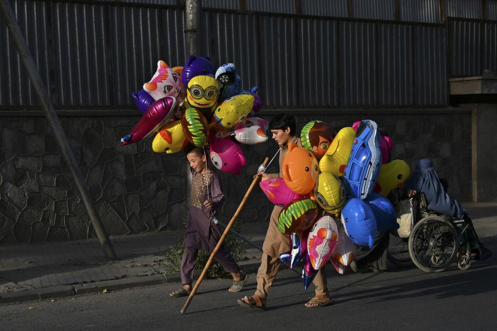 پسرک بادکنک فروش در کابل