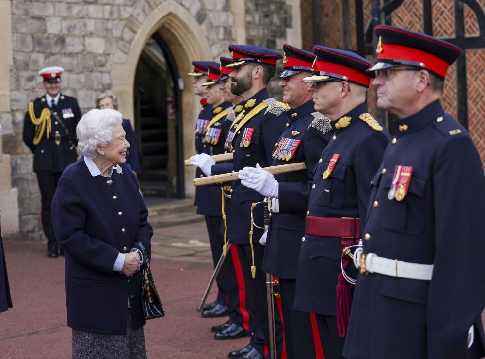 رویدادهای هفته به روایت تصویر ملکه انگلیس و هنگ سلطنتی توپخانه کانادا
