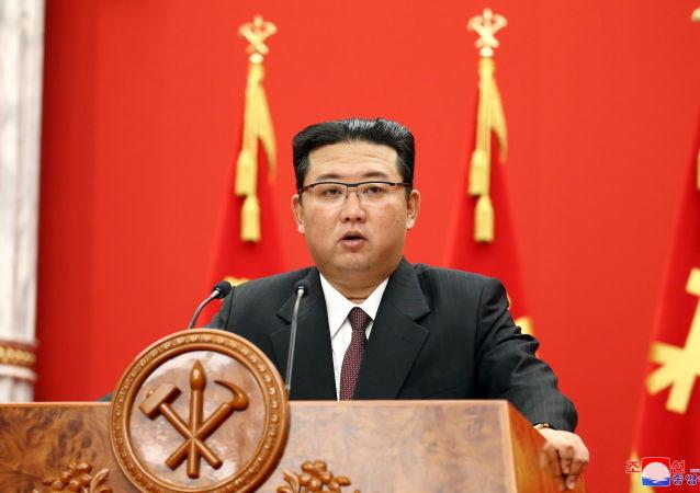 نمایش قدرت سربازان ارتش کره شمالی به کیم جونگ اون