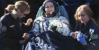 بازگشت گروه «چالش» روسیه از فضا با سفینه « سایوز ام اس -18» روسیه یولیا پرسیلد هنرپیشه روسیه