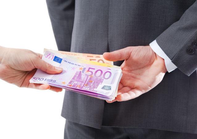 متوسط رشوه در روسیه بیش از 7500 دلار است