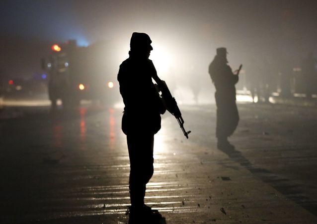پلیس در محل انفجار در نزدیکی سفارت روسیه در کابل