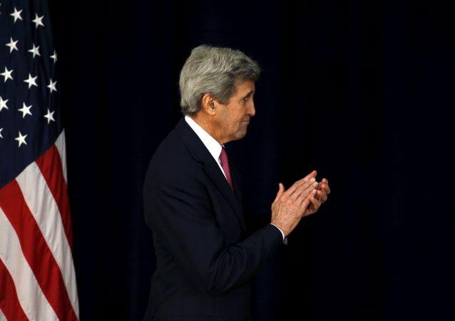کری: آمریکا خواستار بازگشت به گفتگوی عادی با روسیه است