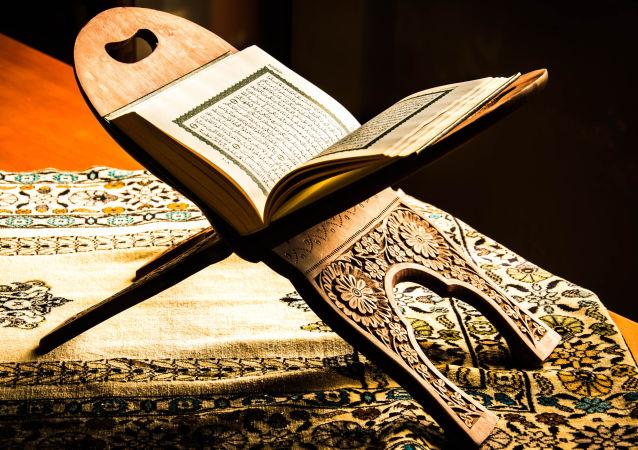 تهیه قرآن با صفحات ابریشمی در آذربایجان