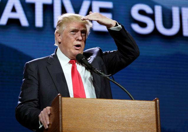 دونالد ترامپ هیلاری کلینتون را متهم به ساخت داعش می کند