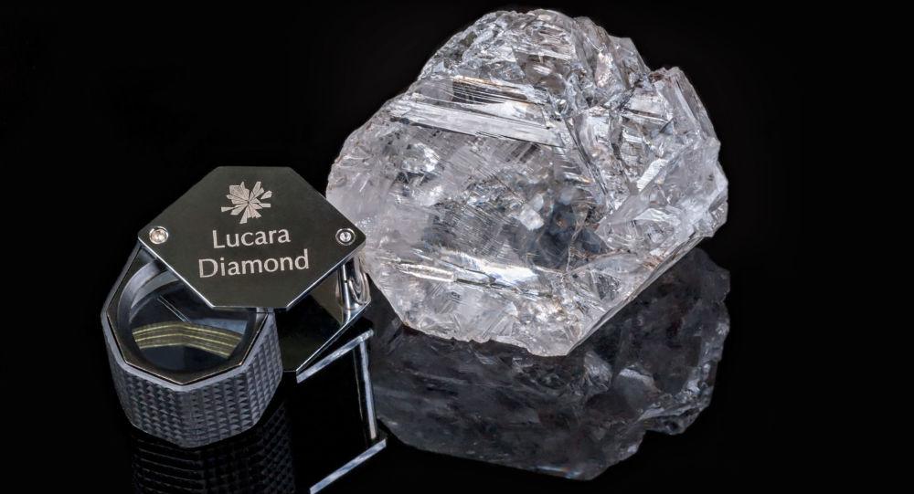 کشف یک الماس با وزن 700 قیراط