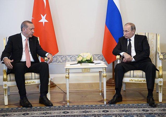 پوتین برپایی ثبات مجدد در ترکیه را به اردوغان تبریک گفت
