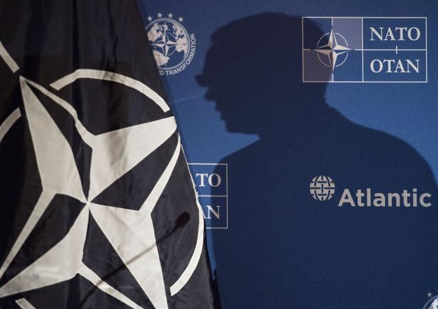 کارشناس نظامی: در ناتو سعی دارند شعور و آگاهی روسها را کمرنگ کند