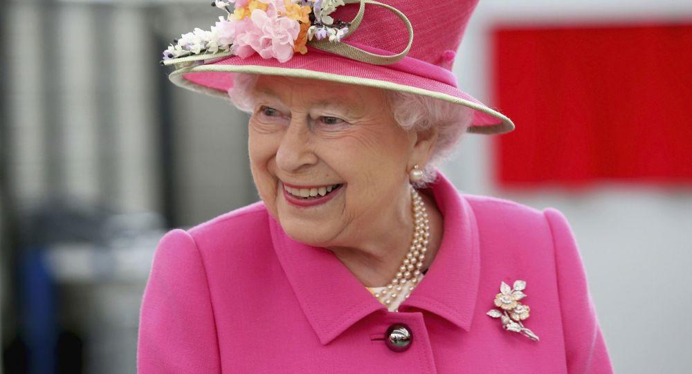 الیزابت دوم از شاهزاده هری و مگان مارکل شکایت می کند