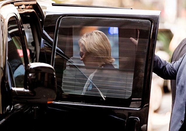 غش کردن هیلاری کلینتون در مراسم بزرگداشت قربانیان 11 سپتامبر (ویدیو)