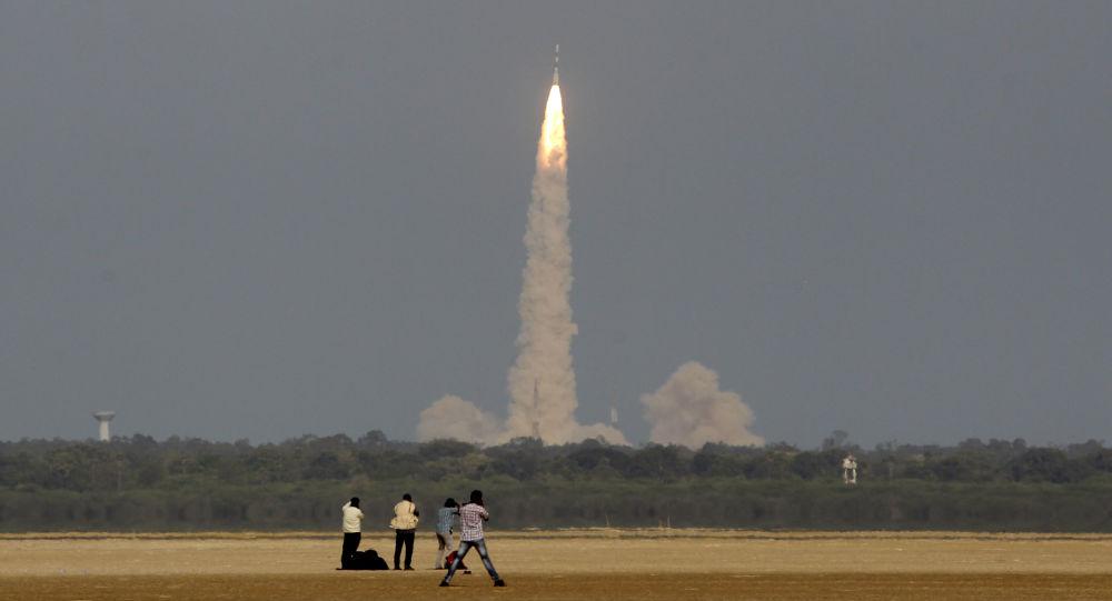 رسانه ها: ایران ماهواره جدیدی را به فضا پرتاب می کند