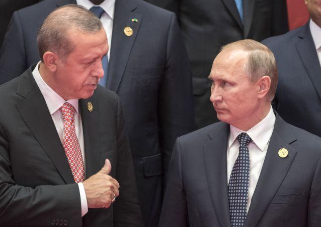 ابراز همدردی پوتین با  اردوغان در پی وقوع زلزله در ترکیه