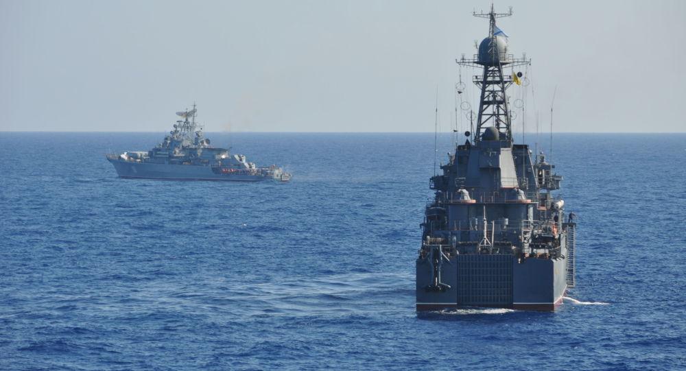 فیلمبرداری از رزمایش ارتش روسیه از داخل کشتی نیروی دریایی آمریکا + ویدئو