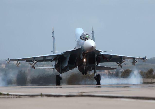 تقویت نیروی هوایی عرشه ای در کریمه با  جنگنده های جدید سوخو ـ 30 اس ام (ویدیو)