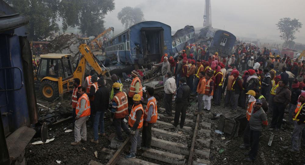 برخورد دو قطار در پاکستان ده ها کشته برجای گذاشت