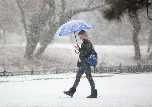 بارش برف سیاه در روسیه+ عکس