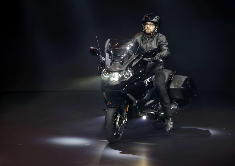 موتورسیکلت BMW K1600 B در نمایشگاه اتومبیل دیترویت