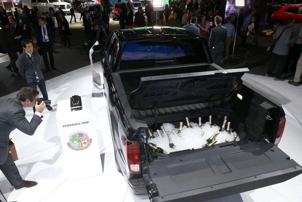 شامپاین در صندوق عقب خودرو Honda Ridgeline