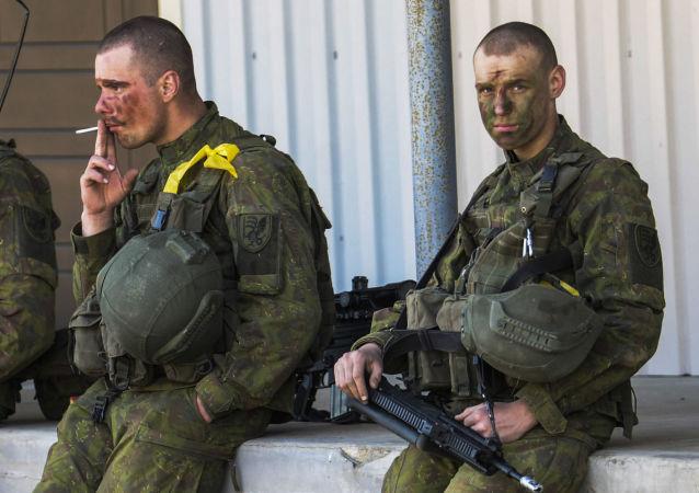 ضرب و شتم نظامیان مست ناتو در لیتوانی
