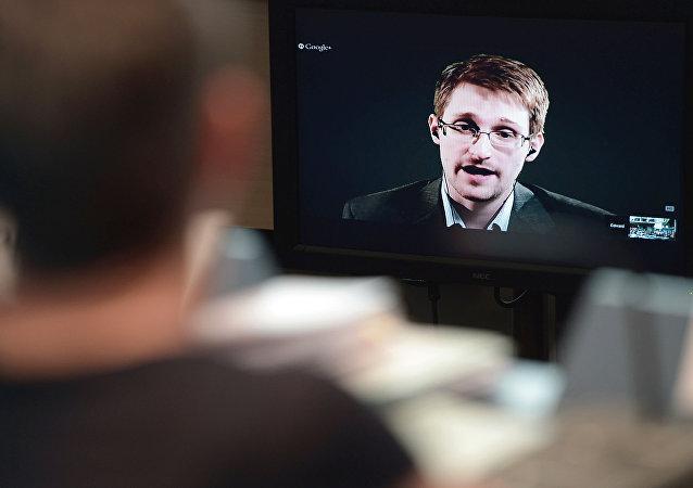 ارزیابی اسنودن از احتمال هک شدن تلفن آمریکاییها توسط بدافزار اسرائیلی
