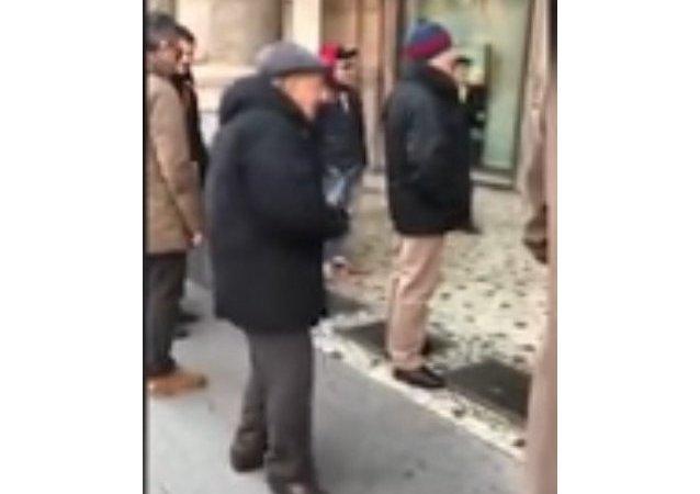 رقص خیابانی زیبای یک پیرمرد ایتالیایی (ویدئو)