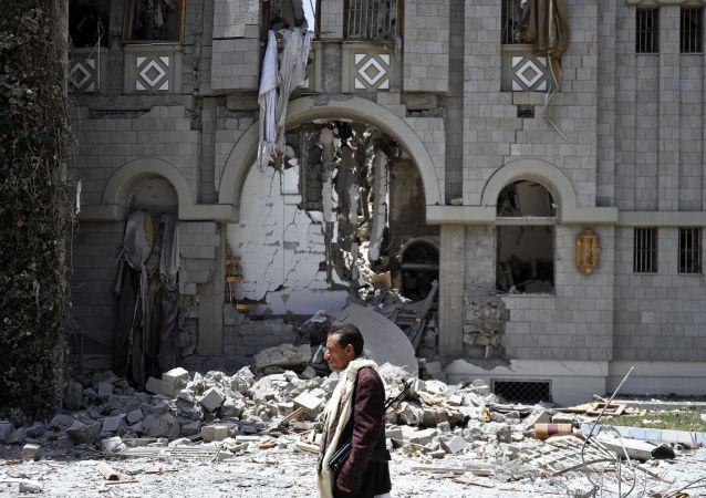 وزیر خارجه یمن: عقب نشینی نیروهای حوثی از شهرها لازمه برقراری آتش بس است