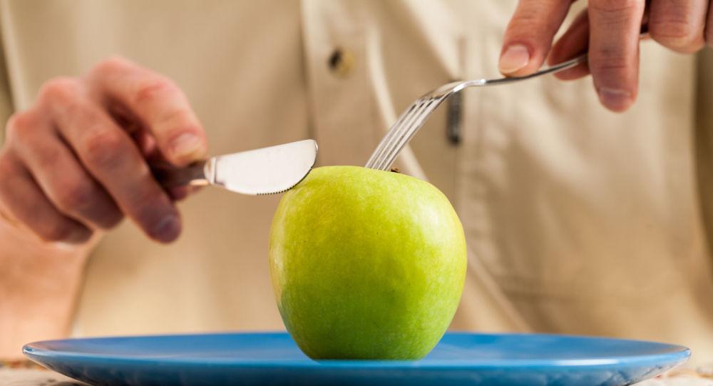 هشدار در مورد خوردن سیب