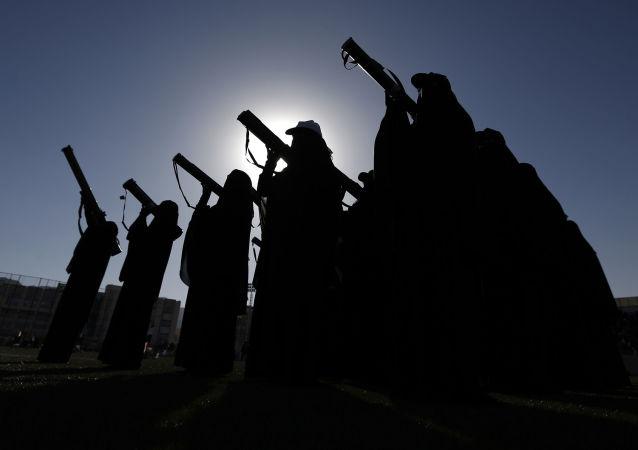 مبارزان حوثی در یمن، هلیکوپتر ائتلاف عرب در بندر حدیده را سرنگون نمودند