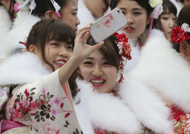 اجاره دوستان دروغین برای عکس سلفی در ژاپن