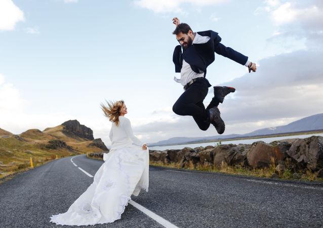 عروس با بیرون کردن داماد، سر قرار اول رفت