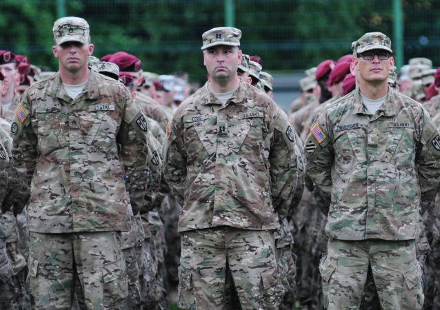آمریکایی ها در دنباس آقایی میکنند