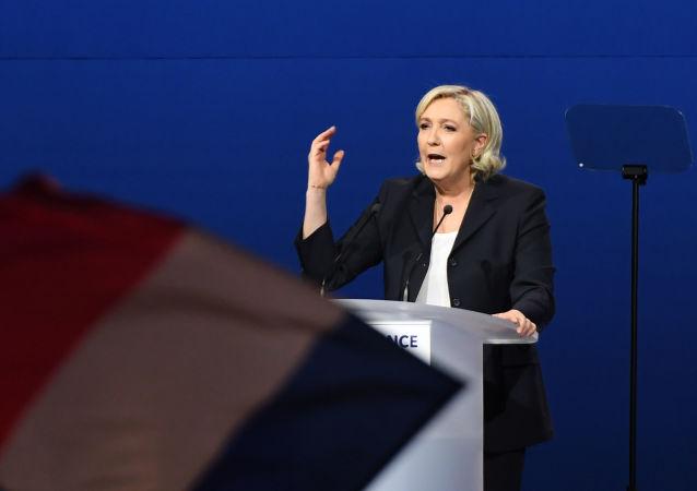 تمایل مارین لوپن براى شركت در انتخابات ریاست جمهورى فرانسه در سال آینده