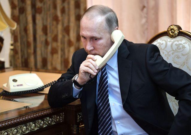 گفتگوی تلفنی ولادیمیر پوتین با ولیعهد ابوظبی درباره واکسن کرونا