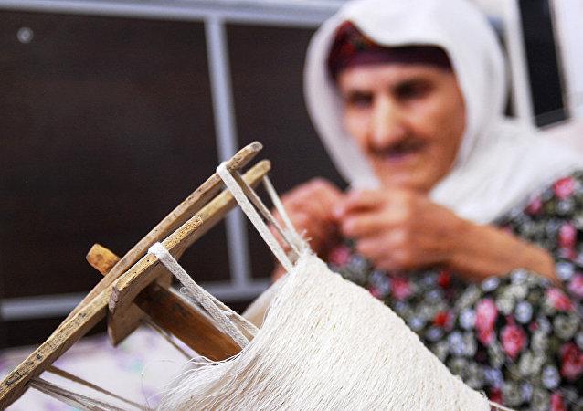 برداشت ابریشم در شمال ایران
