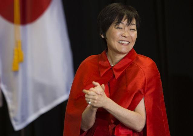 ایده جالب همسر نخست وزير ژاپن، براي عدم صحبت با دونالد ترامپ