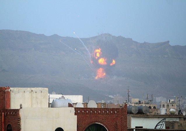 لحظه برخورد موشک یمنی ها به زرهی عربستان+ ویدیو