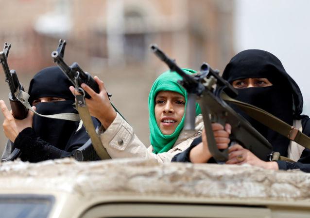 حمله توپخانه ارتش یمن به 2 پایگاه عربستان آغاز شد